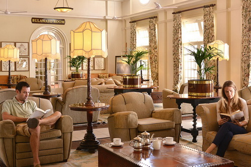 Un salon du Victoria Falls Hotel