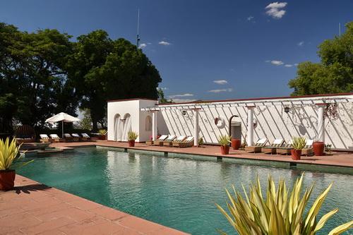 La piscine du Victoria Falls Hotel
